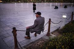 The Evening Hour (Tom Levold (www.levold.de/photosphere)) Tags: street river evening abend iran oldman fluss esfahan isfahan altermann xt1 zayandehrud fujixt1
