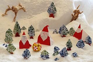 Santa Claus (Yukihiko Yamaguchi) - Santa Claus (Naoto Horiguchi) - Santa Claus for Artist Trading Cards (Hideo Komatsu) - Tree (Toshikazu Kawasaki) - Trunk (Yoshio Tsuda)