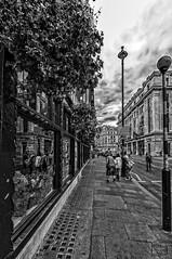 Reflejos urbanos / Urban Reflections (D. Lorente) Tags: dlorente nikon urban urbana glass reflections reflejo bw bn london paseando