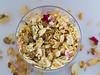 """Un jardin de rosas """"Reto Redondo"""" (Micheo) Tags: retoredondo elblogdelfotografo reto rosas petalos coleccion floressecas jarron vase"""