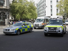 BX09PZW / ATB BMW 530d Touring, BG07FNZ / HPL Volkswagen Crafter and BX14EOH / CAY Mitsubishi Shogun of the Met Police in London (Ian Press Photography) Tags: police metropolitan met london 999 emergency service services bx09pzw atb bmw 530d touring bg07fnz hpl volkswagen crafter bx14eoh cay mitsubishi shogun 4x4 car cars minibus