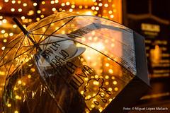 Dance in the rain (MLM | Fotografía) Tags: lluvia pluja rain umbrella paraguas lights luces llums ciudad street city winter invierno hivern instant