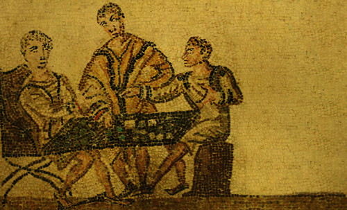 "Petteia - Ludus Latrunculorum  / Iconografía de las civilizaciones helenolatinas • <a style=""font-size:0.8em;"" href=""http://www.flickr.com/photos/30735181@N00/32522187765/"" target=""_blank"">View on Flickr</a>"