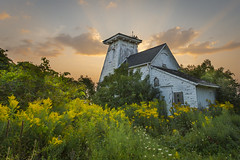 Sunrise at the Point Traverse Lighthouse, Prince Edward County, Ontario, Canada (Paul B Jones) Tags: flowers wild sky ontario canada abandoned neglect sunrise faro ruin goldenrod greenery backlit lakeontario phare vuurtoren fyr goldenhour leuchtturm 등대 princeedwardcounty 灯台 маяк denizfeneri 灯塔 princeedwardpoint منارة canonef1635mmf28liiusm princeedwardpointbirdobservatory pointtraverselighthouse canoneos1dx