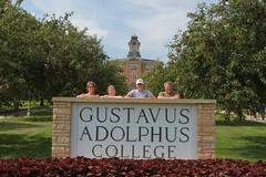 IMG_0245.jpg (Gustavus Adolphus College) Tags: old family sign student day main move oldmain movein firstyear moveinday 201204 20150904