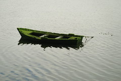 green boat (javier gdsnz) Tags: sea boat mar holidays barca galicia galiza