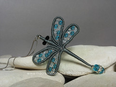 margarete libellula ciondolo (elenagb) Tags: necklace dragonfly libellule collana macramè margaretenspitze