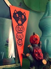 Halloween Pennant POM Premium (luvehorror) Tags: mypapercrane halloweenpennant heidikenney halloweenflag