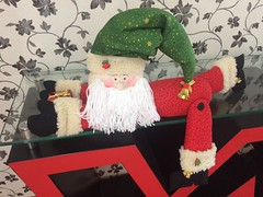 Noel deitadinho (Pina & Ju) Tags: natal handmade artesanato feltro patchwork papainoel decoração duende tecido enfeite elfo