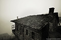 Misty Sürmene Trabzon (NATIONAL SUGRAPHIC) Tags: misty fog blackwhite türkiye villages shack sis trabzon turkei siyahbeyaz sürmene köyler sugraphic ayhançakar newturkei nationalsugraphic