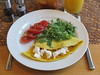 Omelett mit Ziegenfrischkäse, Tomaten und Rucola (multipel_bleiben) Tags: essen frühstück pfannengericht käse ziege schnellzubereitet salat tomaten eier