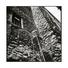 chair • besalu, catalunya • 2016 (lem's) Tags: chair chaise art walls murs besalu catalogne catalona catalunya spain espagne zenza bronica