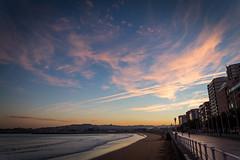 Como Cada Año (As Every Year) (Dibus y Deabus) Tags: gijon asturias españa spain cielo sky nubes clouds amanecer dwan ciudad city playadesanlorenzo canon 6d tamron