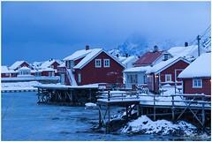 Evening in Svinøya (HP003449) (Hetwie) Tags: nature norway night landschap vakantie huisjes eiland snow landscape zee sneeuw natuur rorbruer noorderlicht svinã¸ya see noorwegen avond winter svolvã¦r nordland svinøya svolvær blauweuurtje bluehour