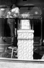 2017♦021 (ruggeroranzani_RR) Tags: analog blackandwhite 35mm film rolleisuperpan200 rolleisupergrain nikonf2photomic nikonnikkorncauto128f24mm window man manatwork venice filmdev:recipe=11148 film:brand=rollei film:name=rolleisuperpan200 film:iso=200 reflections