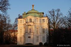 Morgensonne (Sockenhummel) Tags: schloscharlottenburg schlospark belvedere teehaus charlottenburg haus schlos berlin building castle fuji x30 fujifilm finepix fujix30