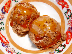 Sorvete (Renata Diem) Tags: food dessert yummy sweet chocolate comida delicious caramel foodporn icecream doce sorvete sobremesa caramelo cobertura