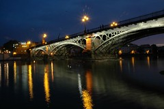 Puente_de_Triana_noche_004 (William Lesguillier) Tags: de pont sville triana