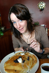 them some big blueberry pancakes (Rob Barker) Tags: seattle pancakes big blueberry gadgetgirl