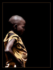 La espalda del mundo / World's back (brunoat) Tags: africa boy portrait blackbackground tag3 taggedout kid tag2 tag1 child retrato nio cameroon cameroun camerun brunoat missedthetag brunoabarca