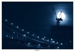 Rising the Moon (Arnold Pouteau's) Tags: nyc newyorkcity bridge moon newyork brooklyn night river manhattan
