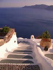 Steps to the Sea - by StrudelMonkey