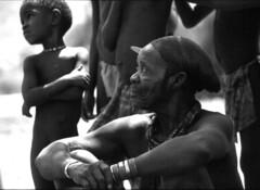 Jefe Himba en b/n (seni1977) Tags: africa bw film bn namibia 100club diapositiva himba espaol 50club ltytr1