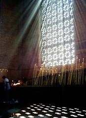Aquele que habita no esconderijo do Altssimo,  sombra do Todo-Poderoso descansar. (Al Santos) Tags: brazil window brasil lights candles do faith religion devotion janela luzes paulo cruzeiro velas so aparecida norte religio f devoo oferenda duetos