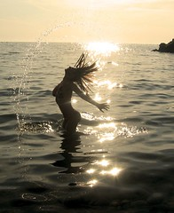 SUN SHADOWS (capsicina ) Tags: light sea sun water girl silhouette mare sole acqua luce