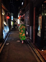 Chasing the Geisha, she was so fast 😅😅 - Pontocho   Kyoto (-Faisal Aljunied-) Tags: streetphotography alley kimono kyoto pontocho geisha ricohgr faisalaljunied