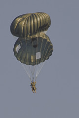 escort service (E-Maxx) Tags: army pentax double jumper guide load ricoh freight skydiver escort parachute k3 paratrooper unitedstatesarmy fallschirm fallschirmspringer absprung