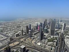 DSCN0224 the view (M0JRA) Tags: people buildings flying dubai aircraft emirates khalifa views airbus a380 roads airports sites burj