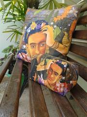 Almofada e ncessaire (Alegraziani Produto Ilustrado (11) 96175.8787) Tags: casa arte frida fridakahlo decor decorao almofada artista decoracion homedesign jundiai necessaire designdeinterior alegraziani produtoilustradoalegraziani