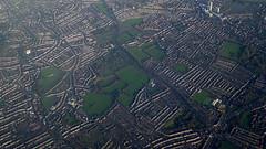 Vue arienne de la banlieue de Londres - Aerial View of London suburbs (blafond) Tags: london suburbia aerialview londres suburbs banlieue vuearienne