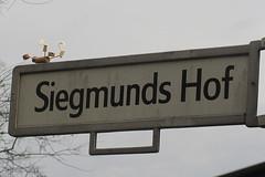 613 Siegmunds Hof (Alte Wilde Korkmännchen) Tags: friedenaueraltewildekorkmännchenberlincorklittlemanpeoplestreetart buchstabenmuseumpreservationanddocumentationofletters mitte hansaviertel tiergarten alphabet
