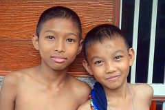 shirtless boys (the foreign photographer - ฝรั่งถ่) Tags: dscaug142016sony two boys bare chested khlong thanon portraits bangkhen bangkok thailand sony rx100 shirtless