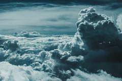 Hacia el Sur (JavierAndrés) Tags: nubes clouds tormenta storm alto high altura height cielo sky azul blue viajar viaje travel trip travelling viajando avión plane airplane ventana window país country tierra earth horizon horizonte vista view landscape paisaje abierto open aire air formas shapes 50mm d800 nikon nikkor thailand tailandia asia sudesteasiático southeastasia