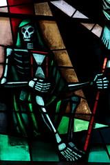 Kirchenfenster Kirche Orsières ( Gotteshaus katholisch - Ursprung 11xx - Baujahr Neubau um 1890  - Geweiht Saint - Nicolas - Chiuche church église temple chiesa ) im Dof Orsières im Val d'Entremont im Kanton Wallis - Valais der Schweiz (chrchr_75) Tags: albumzzz201701januar christoph hurni chriguhurni chrchr75 chriguhurnibluemailch januar 2017 kirche church eglise chiesa kantonwallis kantonvalais albumkirchenundkapellenimkantonwallis wallis valais hurni170129 schweiz suisse switzerland svizzera suissa swiss église temple albumtotenköpfedarstellungdestodes death sensemann totenkopf skull kallo crâne cranio 頭蓋骨 schedel czaszka crânio skalle cráneo chrchr chrigu