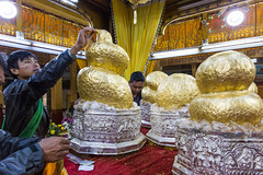 Inle Lake Phaung Daw Oo Pagoda - The golden Buddhas (davidthegray) Tags: shanstate pagoda temple myanmar buddhist gold buddha birmania burma paya shan statoshan stupa zedi étatshan မိူင်းတႆး ရှမ်းပြည်နယ် nampan myanmarburma mm