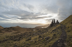 The Old Man of Storr (Minimoyys) Tags: ecosse scotland fisheye hiver skye oldmanofstorr winter sunrise randonnée hiking