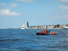 RNLB Margaret Graham und SK Berlin (Der kleine Erich Topp) Tags: dragon leer wwii hamburg lifeboat michel hafen ostsee baltischesee kiel eckernfrde travemnde rnli atlantik lorient emden uboot laboe kielerfrde dkm adelheid mltenort u995 karldnitz dgzrs unterseeboot rnlb germansubmarine seenotretter ubootwaffe u552 erichtopp peterpetersen onkelwolf ubootbasis amblelifeboat wikingerfahrtenmitdemrotenteufelboot ufang 7cunterseeboot uadelheid wurmflitzer waveneylifeboat harritardsen masterofthebalticsea