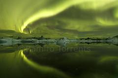 Aurora Over the Lagoon (Ramiro Torrents) Tags: longexposure nightphotography reflection green ice iceland islandia lagoon aurora reflejo iceberg hielo northernlights auroraborealis jokulsarlon glacierlagoon cielonocturno photographyworkshop