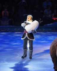 Kristoff holding Olaf's head (DDB Photography) Tags: show anna ice ariel goofy mouse photography olaf frozen duck photographer nemo princess hans feld prince disney mickey fantasy skate figure mickeymouse worlds characters cinderella minnie minniemouse snowwhite sven donaldduck elsa princesses dory ddb princecharming waltdisney iceshow kristoff disneyonice disneycharacters figureskate disneypictures disneyphoto snowprince princehans worldsoffantasy disneyoniceworldsoffantasy feldentertainment ddbphotography elsathesnowqueen disneyonicefrozen