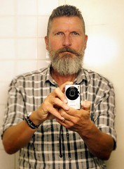 Berlin-Tiergarten, August 2015 (Thomas Lautenschlag) Tags: camera portrait selfportrait berlin male me germany beard deutschland photography grey goatee fotografie photographie autoportrait gray bart portrt autoritratto autorretrato digicam allemagne selbstportrait kamera bigbeard barbe barbu selfie autoportret digitalkamera selbstportrt selbstauslser fotoapparat appareilphoto fullbeard appareilphotonumrique vollbart   barbouze canonixus85is epicbeard thomaslautenschlag