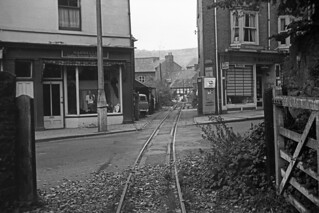 RD9336a (1963/07 - 8).  Church Street Level Crossing, Welshpool.