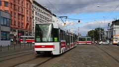 Brno_Straßenbahn_Nádražní_am_Hauptbahnhof_21_09_2015_MVI_0029 (Bernhard Kußmagk) Tags: europa europe trolley tram tschechien brno czechrepublic streetcar tramway spårvagn bonde tranbia tramvay tranvia trikk tramwaj villamos tranvía eléctrico 有轨电车 sporvogn трамвай tramvajs tramvia nádraží tramwaje brünn českárepublika raitiovaunu standardgauge tramm 1435mm regelspur tramvajus spårväg strasenbahn sporvei 市内電車 normalspur tranvai τραμ voienormale normaalspoor normalspår jihomoravskýkraj bernhardkusmagk nádražní tramvaiul raitioliikenne bernhardkussmagk ट्राम vollspur kolejnormalnotorowa bitolapadrão normalspor европейскаяколея