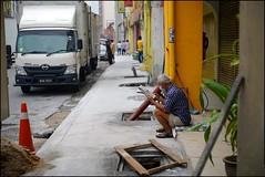 151003 Kelby Discoveries 26 (Haris Abdul Rahman) Tags: leica friends sony streetphotography saturday malaysia kualalumpur petalingstreet summicronm50 wilayahpersekutuankualalumpur harisabdulrahman harisrahmancom alpha7rmark2 wwpw2015 wwpw2015kl scottkelbyworldwidephotowalk2015 8thanuualscottkelbyworldwidephotowalk elc7r2