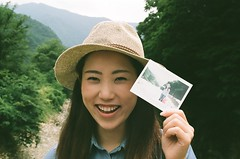 Chihiro (mattviveen) Tags: summer film japan 35mm fun polaroid outside photo snapshot gifu hold happysmile girljapanese