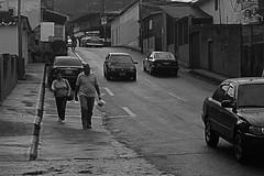 IMG_1315 (Carlos Eduardo Sinpellido) Tags: auto life street city portrait people urban blackandwhite bw en man blanco canon photography mono la y gente candid venezuela negro streetphotography personas multitud aire libre bnw líneas monocromático vehículo streephotography fotoañadir