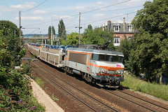 "BB 22366 ""Malakoff"" with a freight train in the direction of Poissy passing the station of Villennes-sur-Seine on 31 July 2007 (cfl1969) Tags: d50 sncf bb22200 villennessurseine bb22366"